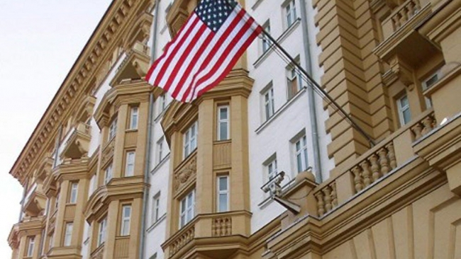 Инцидент с североамериканским дипломатом произошел запределами посольства США вРФ— Госдеп