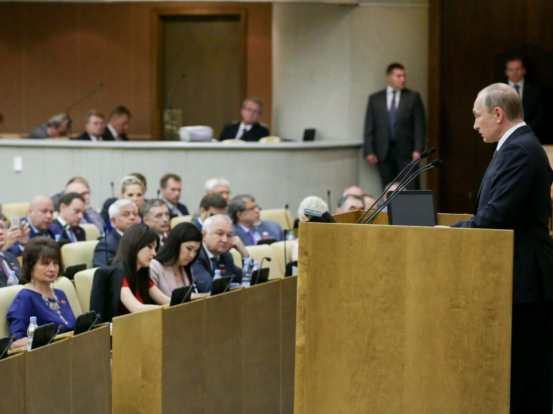 Путин призвал сохранить в государственной думе прошлое распределение мест между партиями вкомитетах