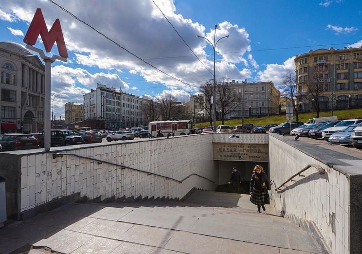 Вестибюли 2-х станций метро закроют навыходные