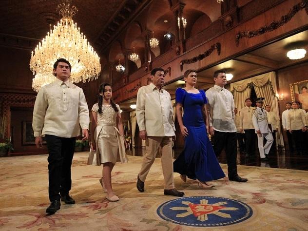 Президент Филиппин назвал надуманной проблемой любовниц спикера страны