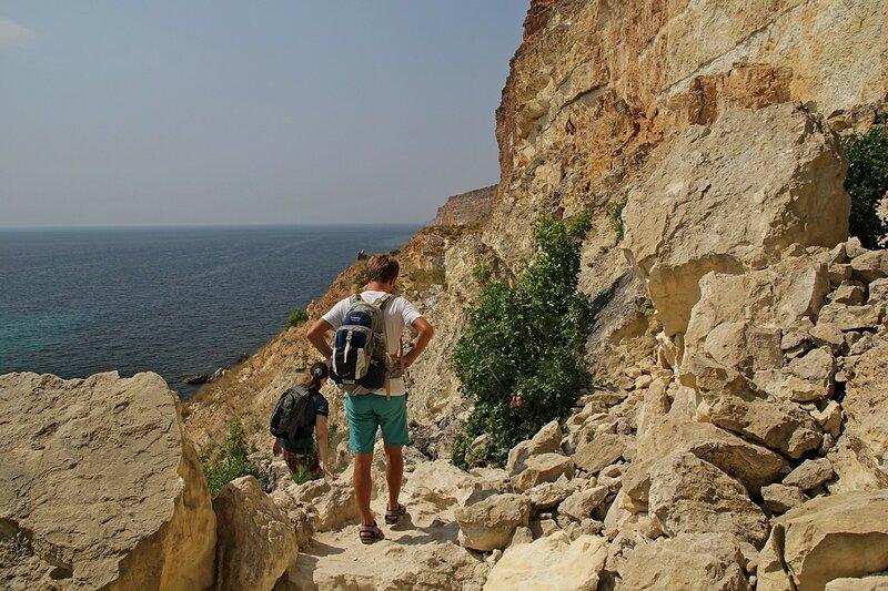 Каменная тропа к дикому пляжу на Фиоленте (Севастополь, Крым)