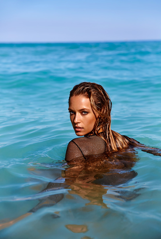 Ханна Фергюсон в новых моделях купальников / Hannah Ferguson by Randall Slavin in Ocean Drive july/august 2016