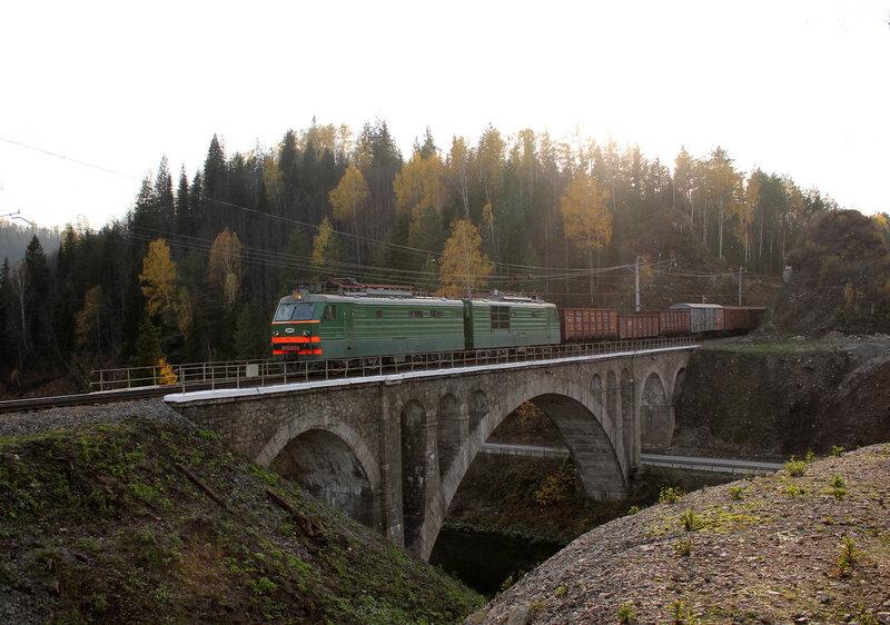 ВЛ10К-874 на мосту через реку Сим, перегон Биянка - Симская