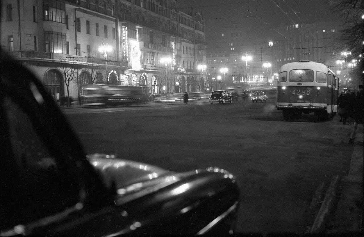 562623 Вечерняя Москва. Театральный проезд 59 Николай Бобров.jpg