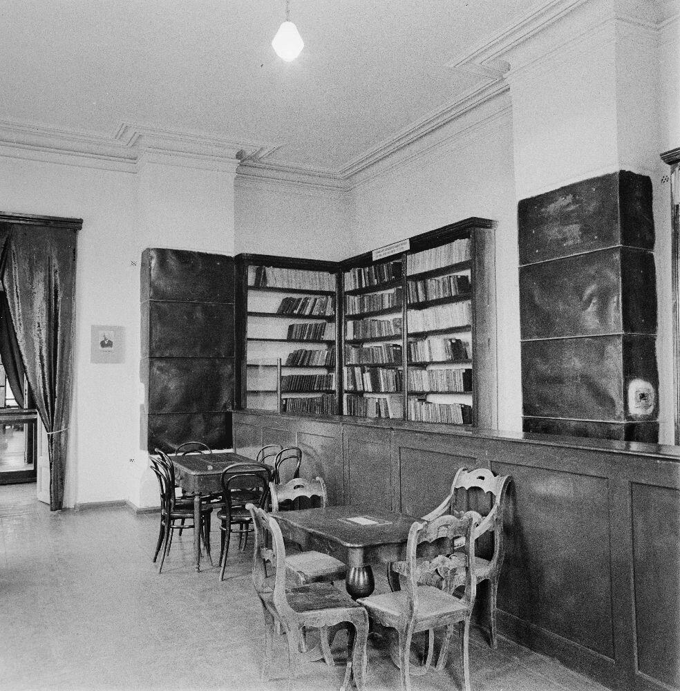 Минусинск. Читальный зал в библиотеке