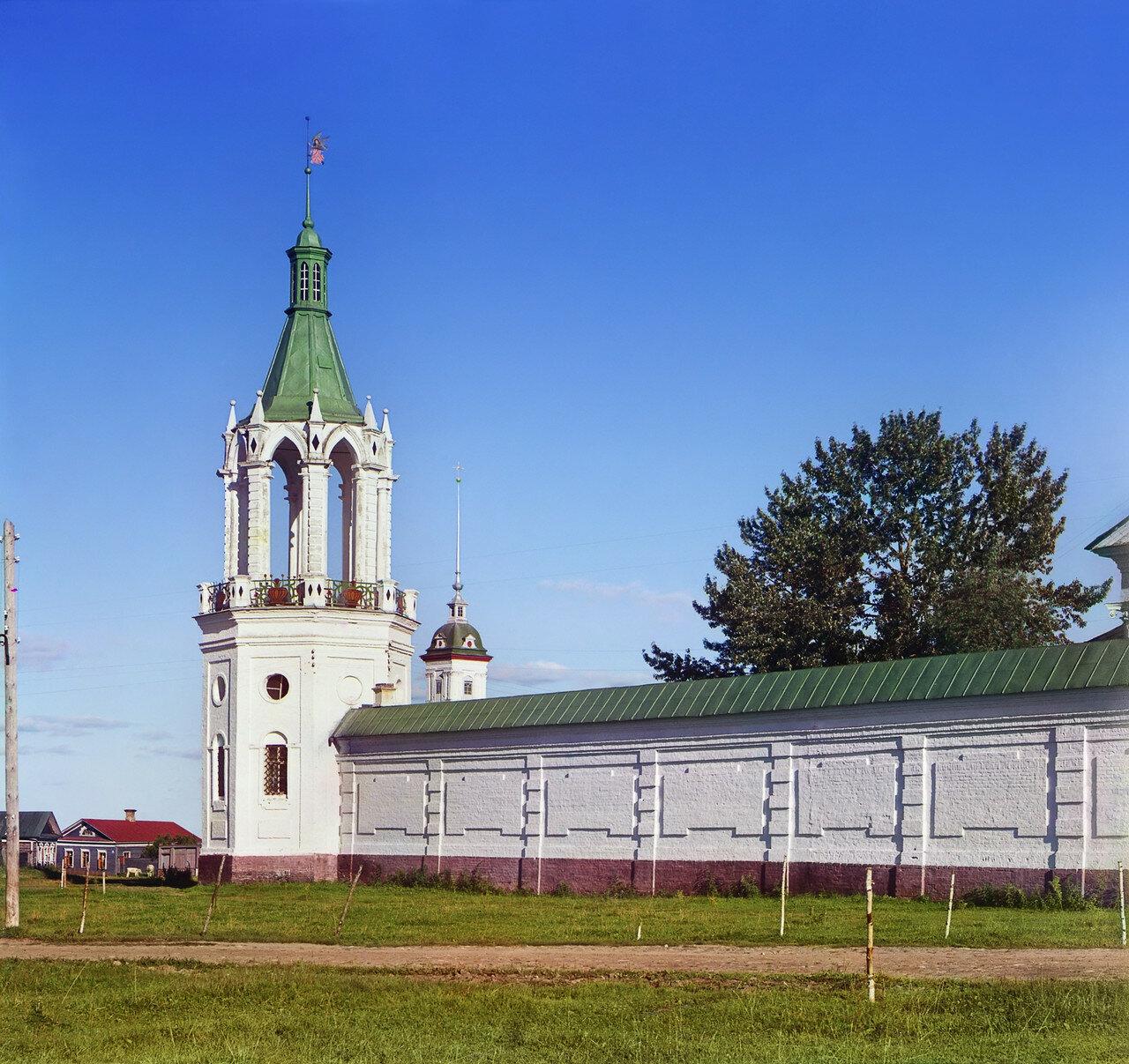 Окрестности Ростова Великого. Спасо-Яковлевский монастырь. Угловая башня стены монастыря