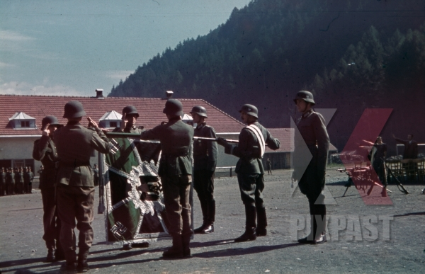 stock-photo-mountain-troopers-take-the-oath-of-allegiance-in-landeck-austria-1941-pontlatz-kaserne-11323.jpg