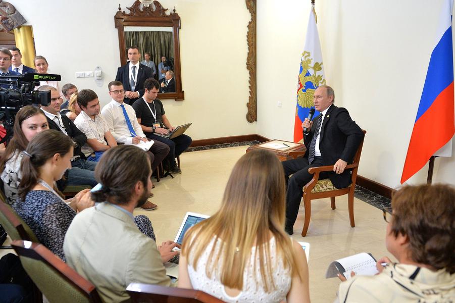 Путин отвечает на вопросы журналистов в Гоа, 16.10.16.png