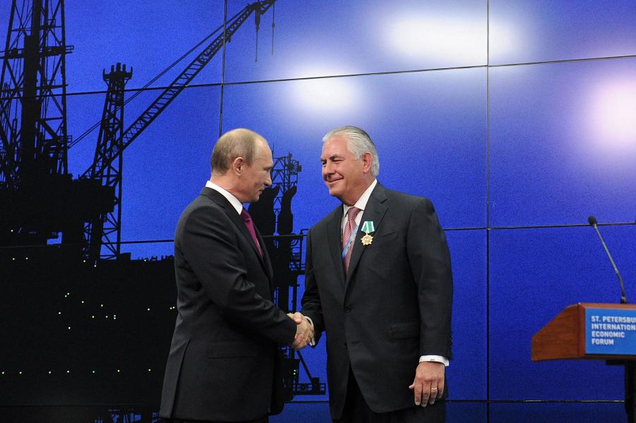 Путин награди Тиллерсона Орденом Дружбы, 21 июня 2013.png