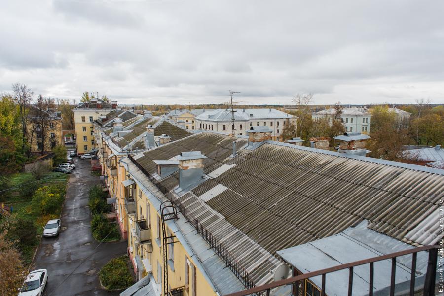 саровский двор в старом районе