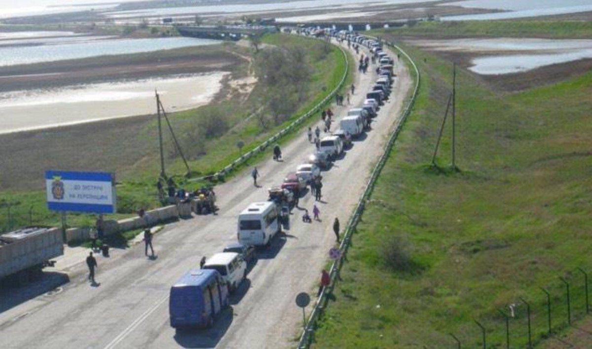 Ну странные эти украинцы, массово едут на майские к агрессору в Крым
