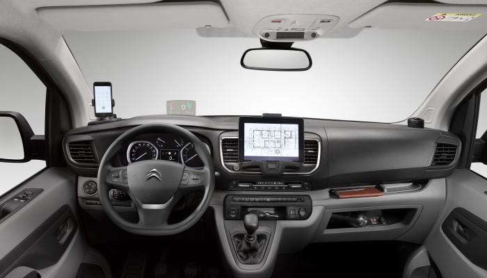 Французы привозят на российский рынок универсальные и практичные Peugeot Expert и Citroen Jumpy