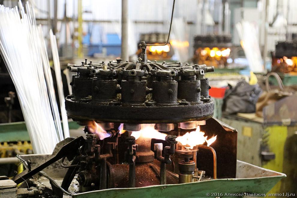 6. Мощности завода позволяют не только использовать своё стекло, но и снабжать им другие ламповые за