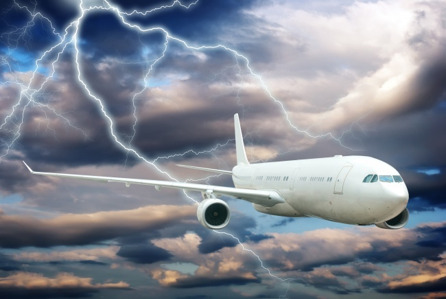 © depositphotos  Постатистике, каждый самолет ежегодно подвергается удару молнии. Такая ситуа