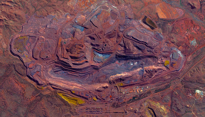 19. Карьер по добыче железной руды в Австралии.