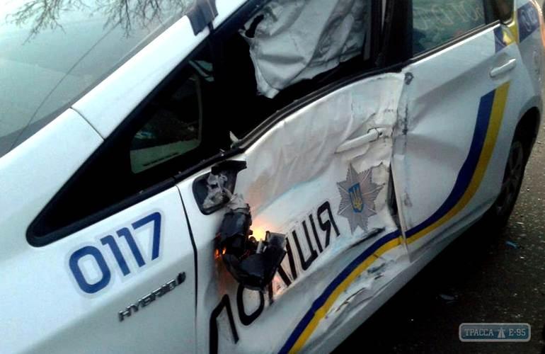 Активист показал закрытую площадку сразбитыми авто одесских патрульных