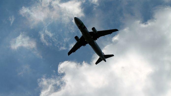 В столице России из-за технических неполадок экстренно садится самолет, летевший вКиров