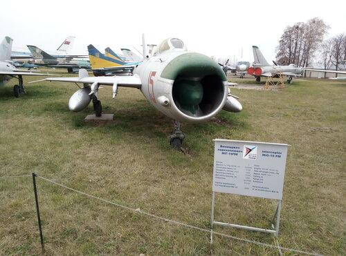 Истребитель-перехватчик МиГ-19ПМ   Киевский государственный музей авиации