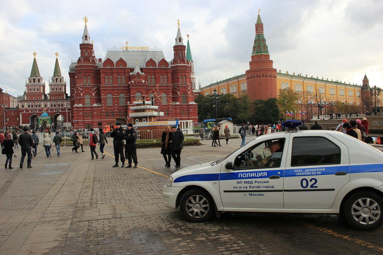 полицейские в экстренном порядке закрыли Красную площадь для входа