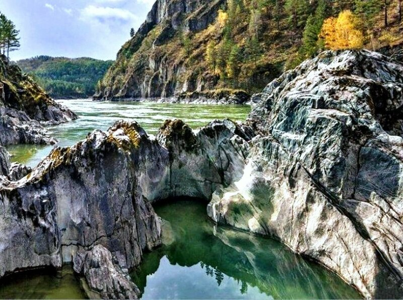 На Алтае, летом, у реки .jpg