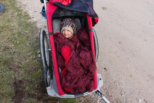 езда с ребенком в велоприцепе Thule в мороз