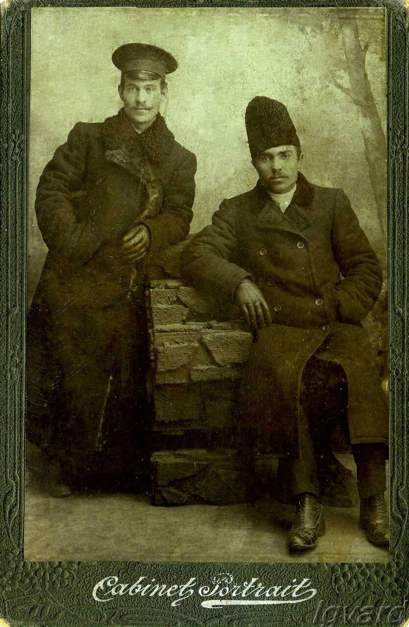 Чмырев Алексей Романович (слева), работник Содового завода. 1911