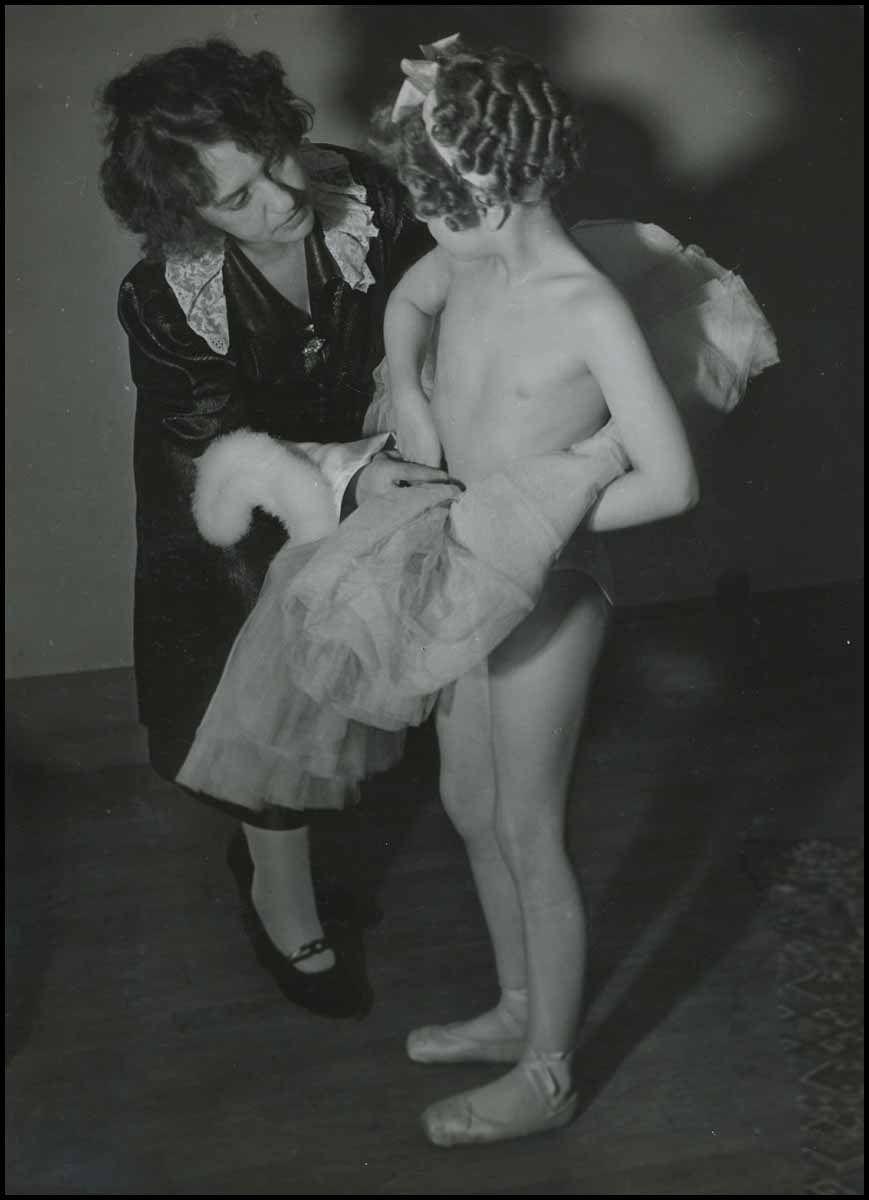 1936. Юная балерина