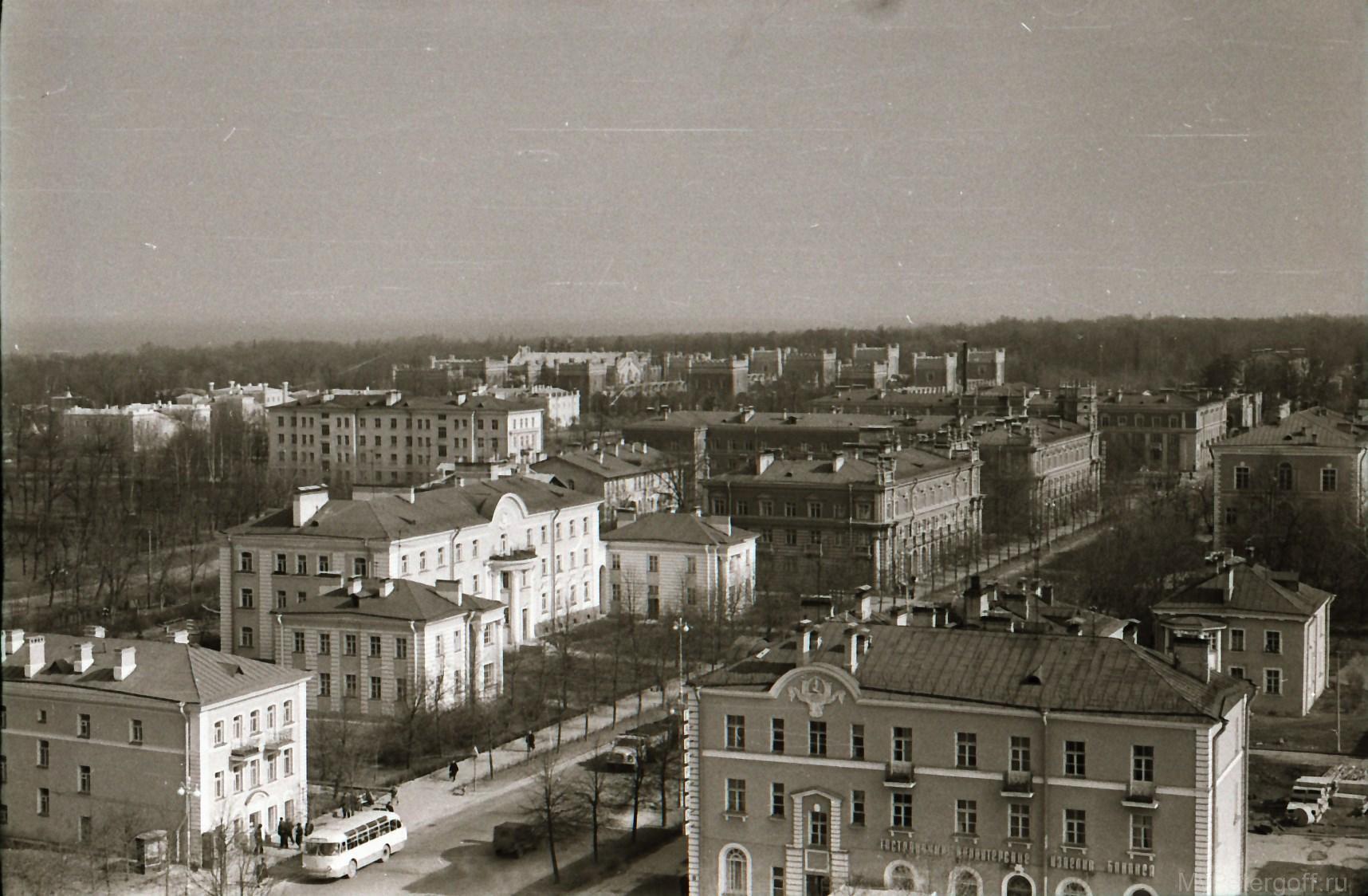 1970-е. Вид с Петропавловского собора на Красный проспект