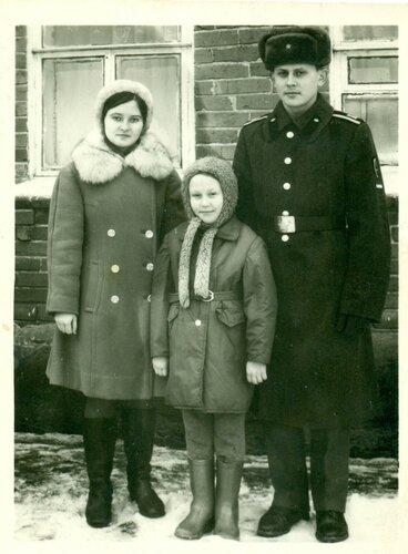 Мама с братом и сестрой