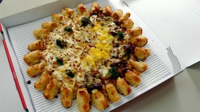 В японском Pizza Hut в меню есть пицца Винтер Дабл Кинг, начинка которой состоит из очень длинного с
