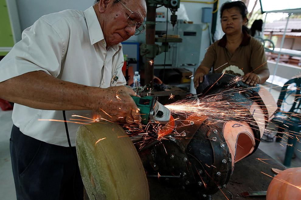 5. Фотокорреспондент Athit Perawongmetha посетил больницу в Таиланде, чтобы посмотреть, как жив