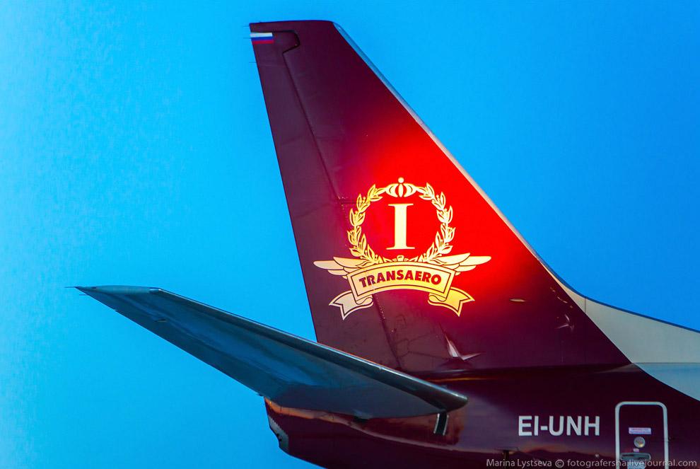 4. На ночь двигатели закрывают чехлами-заглушками, на которых стоит бортовой номер самолета.<br