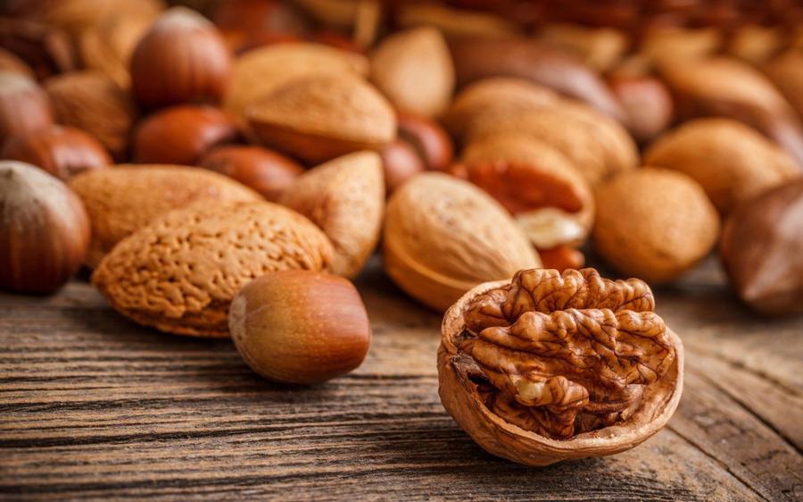 6. Орехи Орехи являются одним из самых щедрых подарков природы. Обладая отменными вкусовыми качества