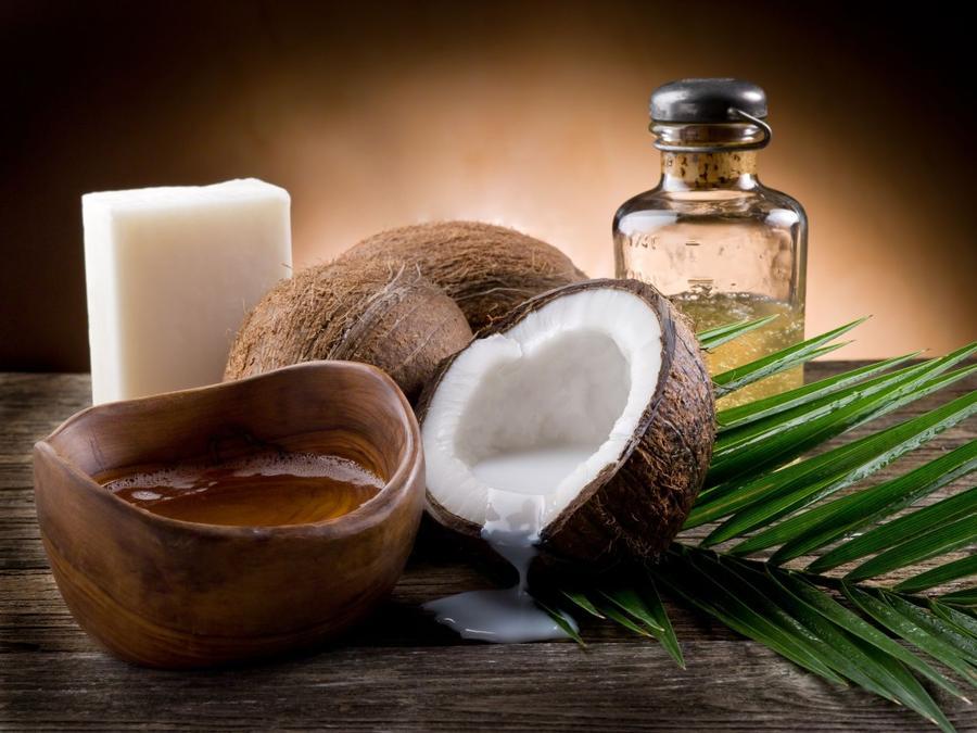 9. Кокосы и кокосовое масло Кокосы и полученное из них масло содержат 90% насыщенных жиров, но, при