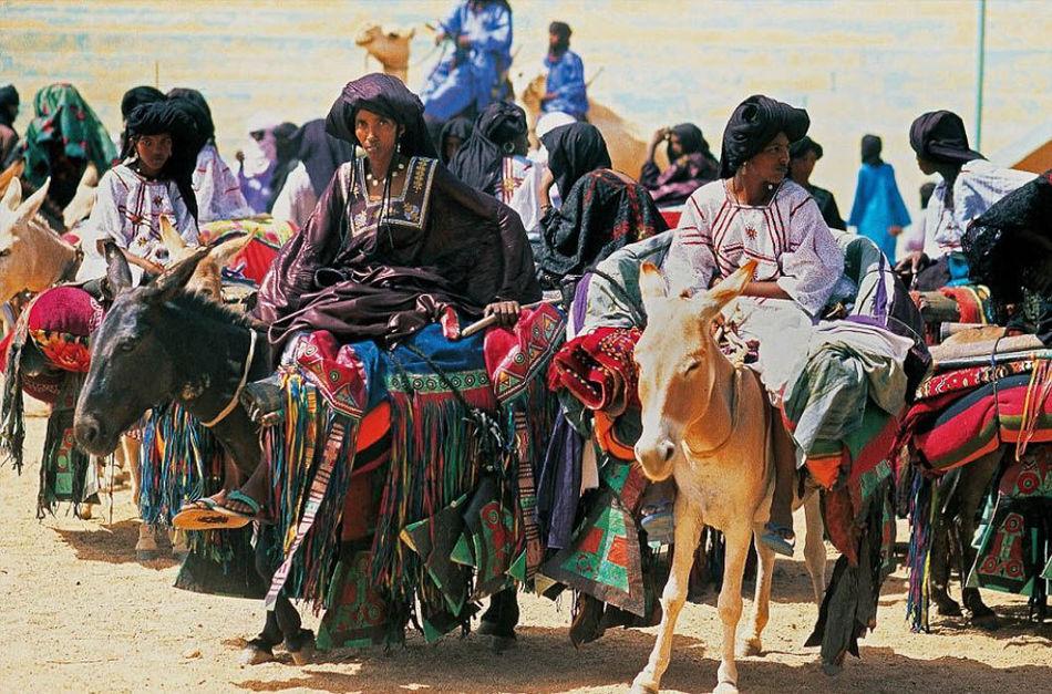 Значительную часть рациона питания туарегов составляют молоко и молочные продукты. Кроме того, в пит