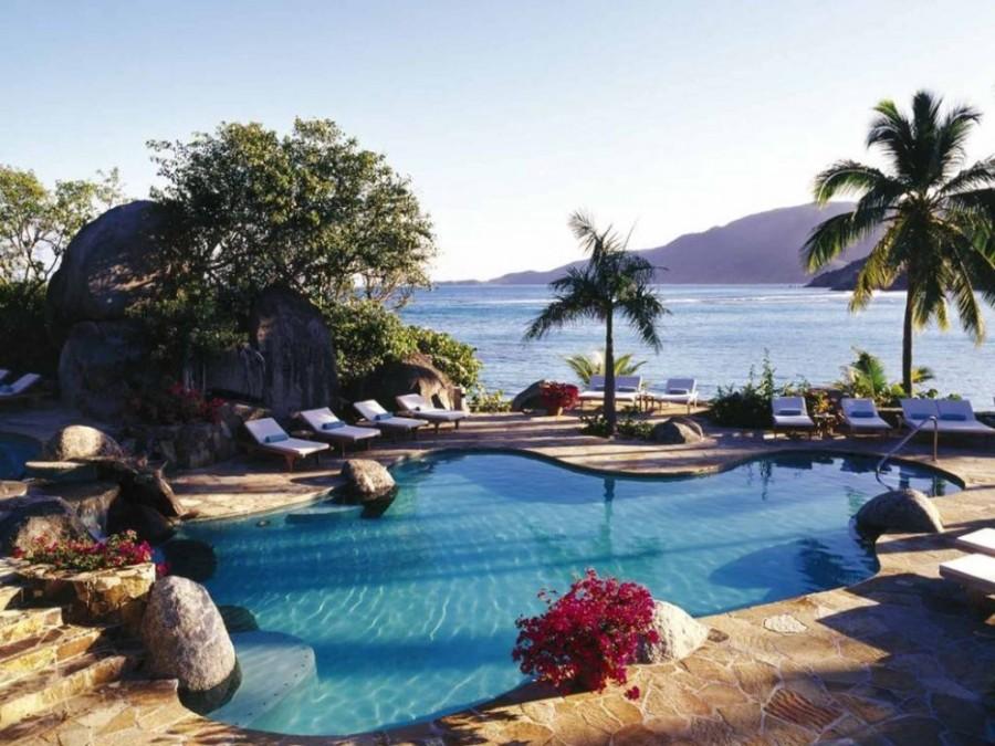 2. Вид, открывающийся из номеров пятизвездочной гостиницы Little Dix Bay, расположенной на острове В