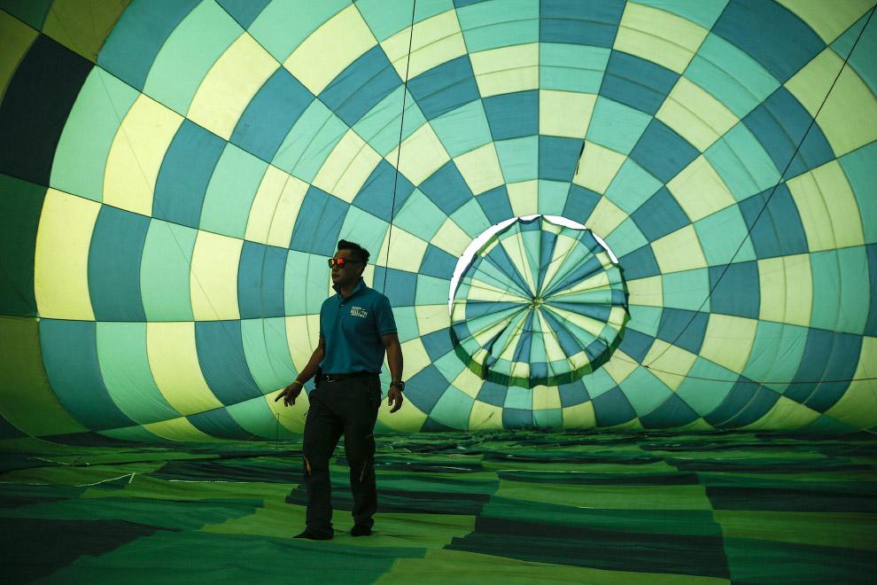 3. Если к воздушному шару приделать двигатель, но он превратится в дирижабль. (Фото Ritchie B. Tongo