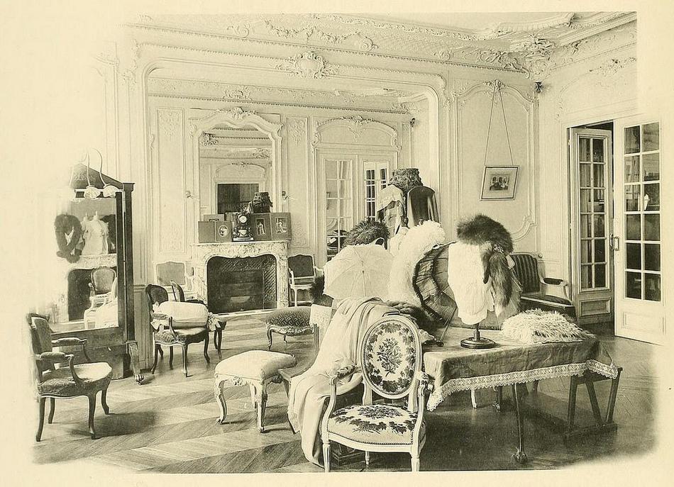Благодаря этим редким фотографиям прошлого столетия, мы можем познакомиться с домами мод того времен