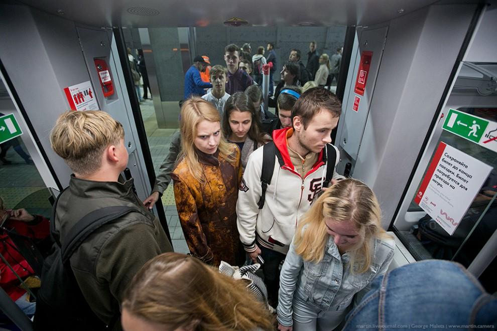 Честно говоря, не думал, что в самый первый день работы МЦК будет столько людей. Вагоны стали полным