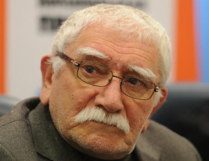 Сотрудники Театра Армена Джигарханяна подали нанего всуд