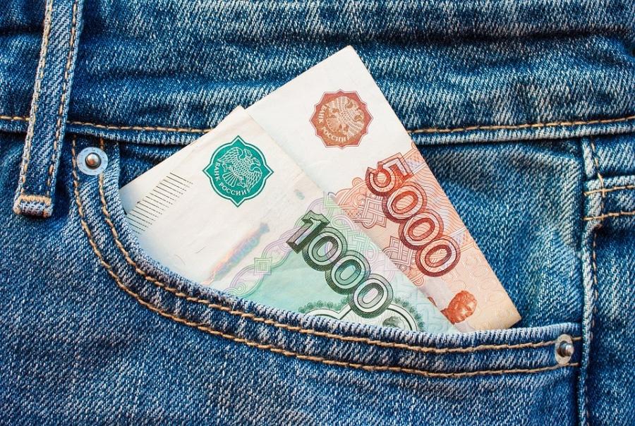 Кузбассовцы признались, что их заработная плата за предыдущий год снизилась
