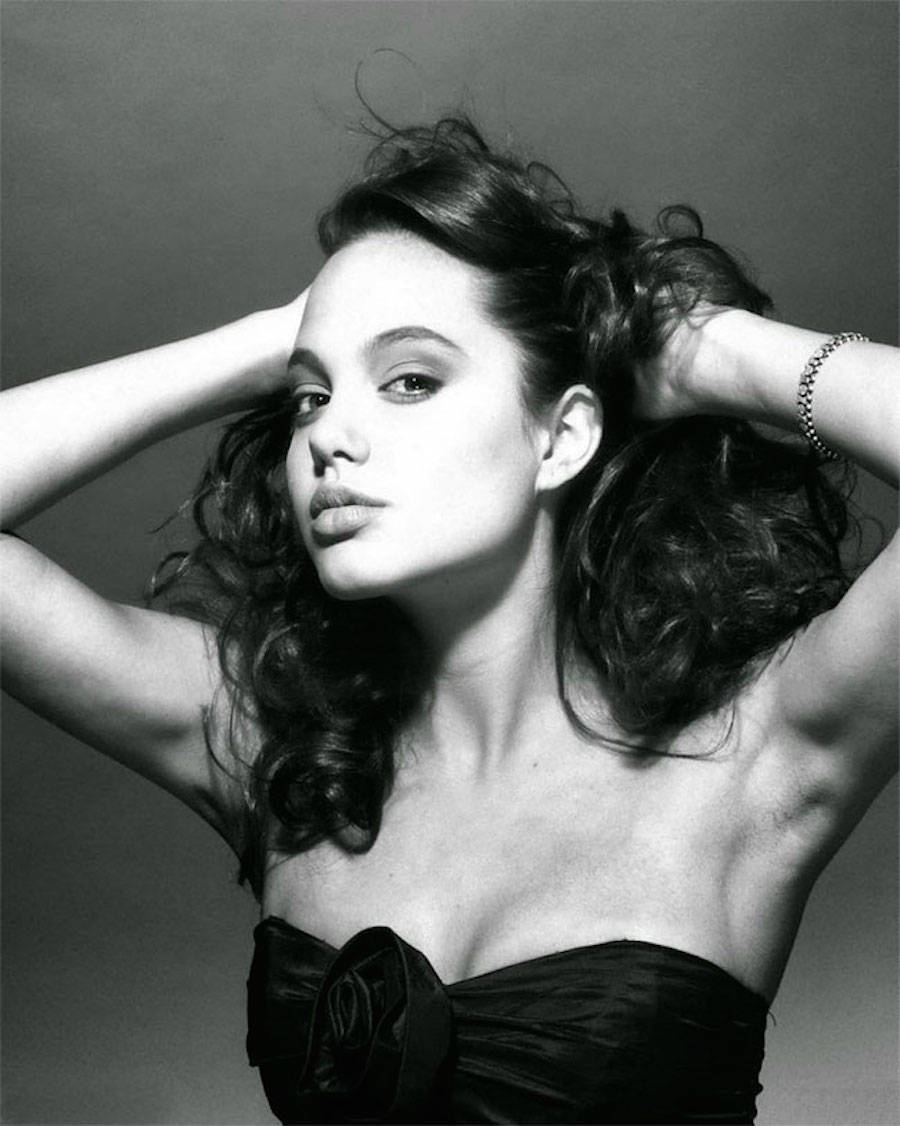 First Photoshoot of Angelina Jolie When She Was 15 Years Old