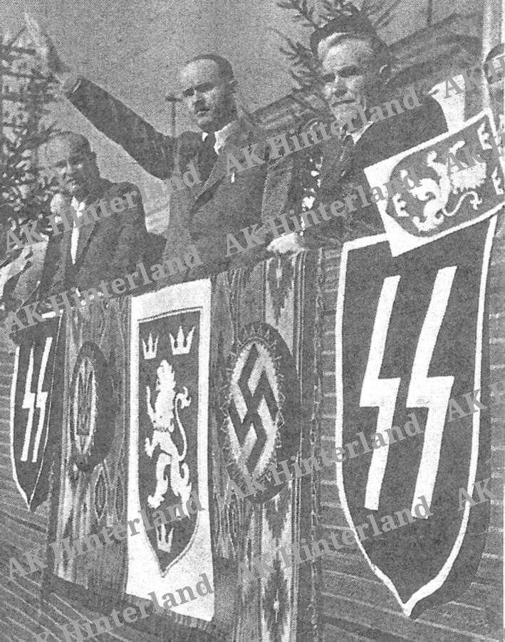 parade_14-_waffen-ss_ak. Vor Oberst Bisanz, 1943.jpg