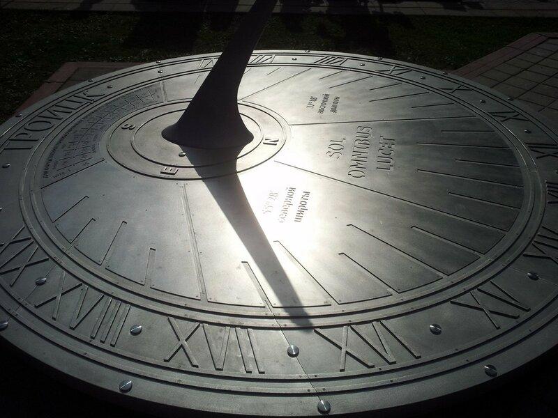 Солнечные часы в Троицке (Москва)