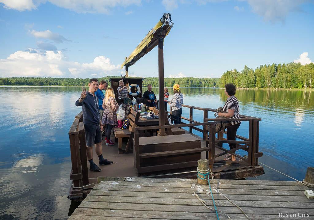 Необычный плот в Финляндии