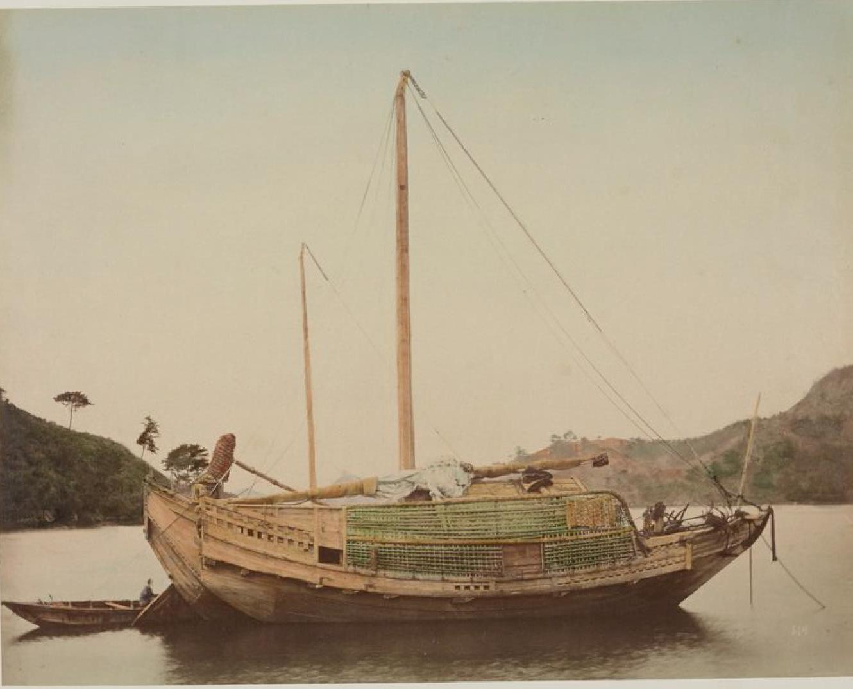 Деревянные лодки и барк