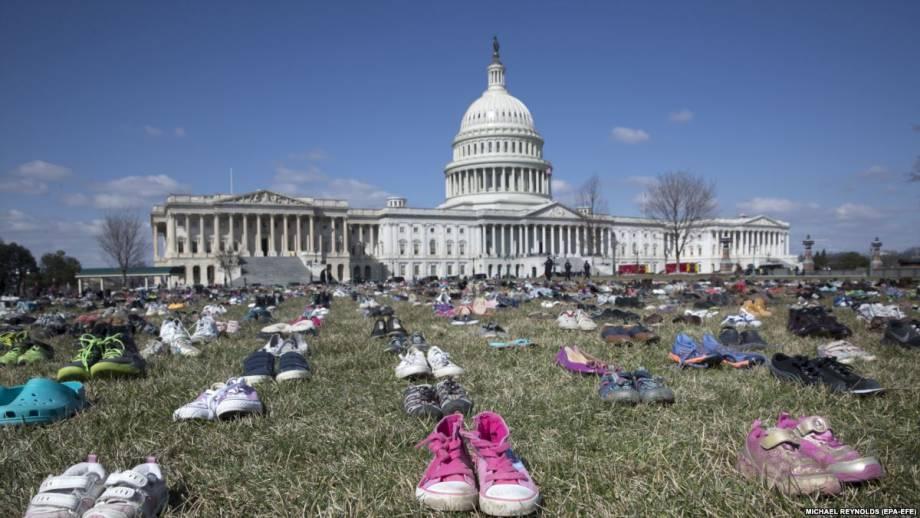 Сотни тысяч американцев протестуют против широкого доступа к огнестрельному оружию