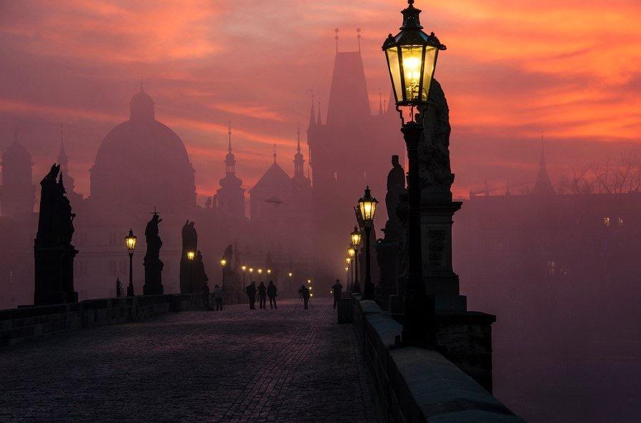 Утро в Праге напоминает кадры из нового фильма про Дракулу