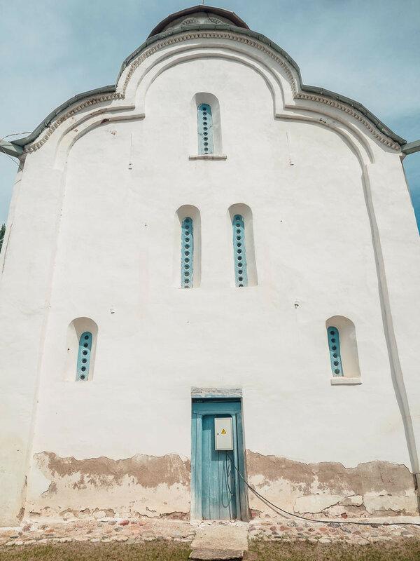 один из самых маленьких храмов новгородской земли.