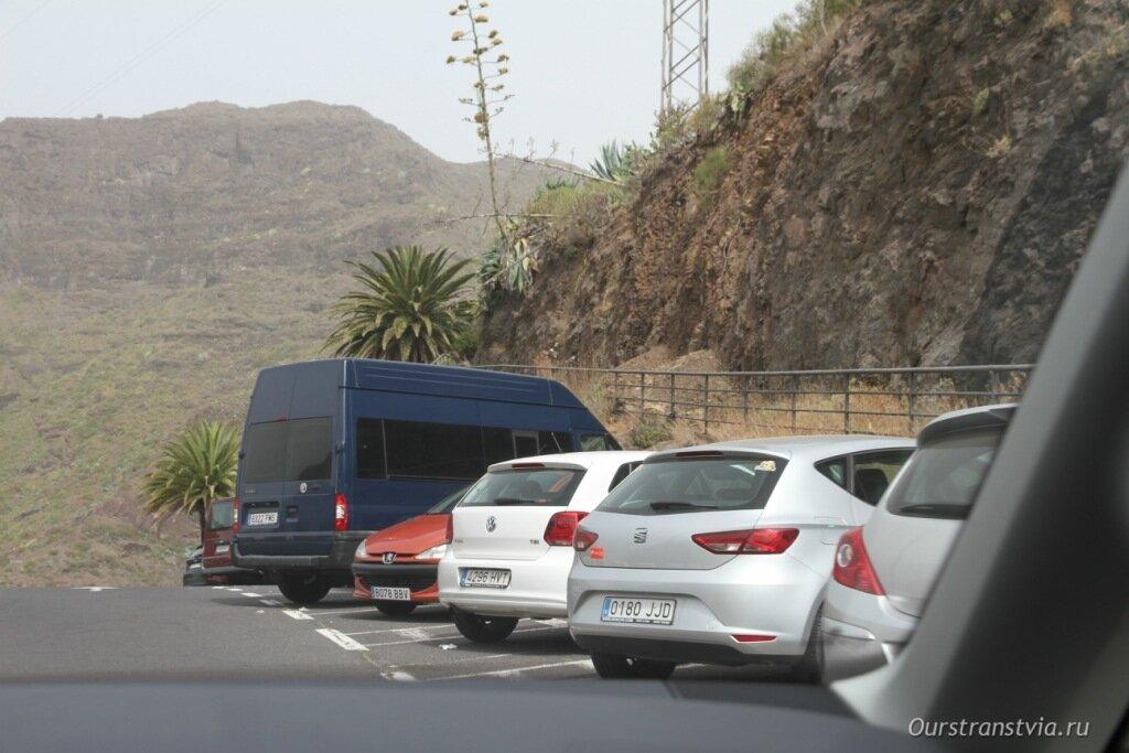 Парковка в деревне Маска на Тенерифе